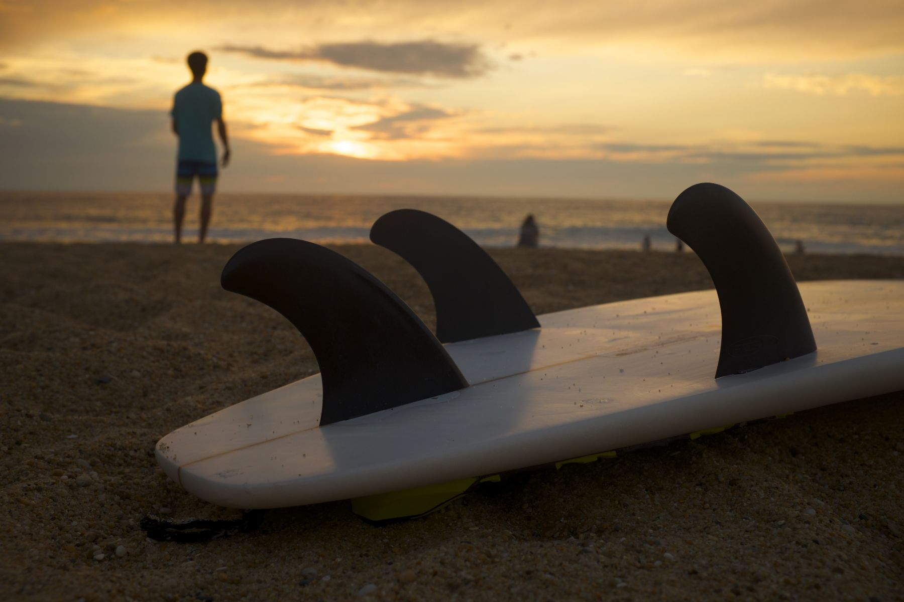 surboard-on-beach